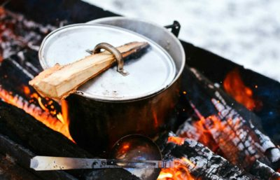 Foodism-Campfire-Cooking-Hacks-Chef
