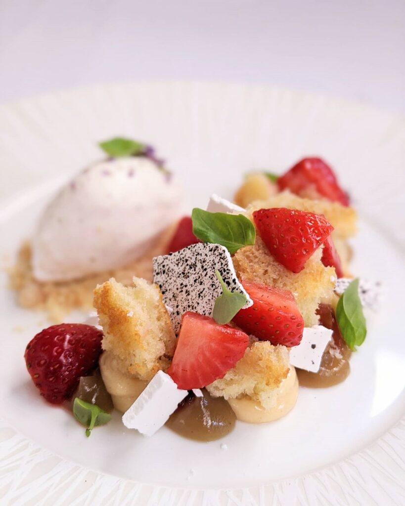 Auberge Avec Canoe Strawberry Shortcake
