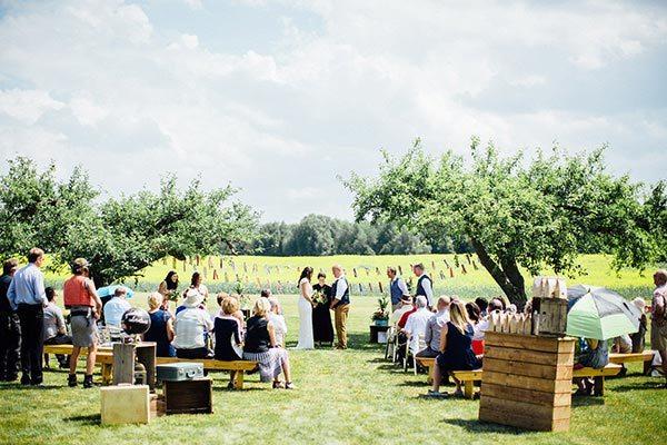 Outdoor wedding ceremony at Georgian Hills Vineyards
