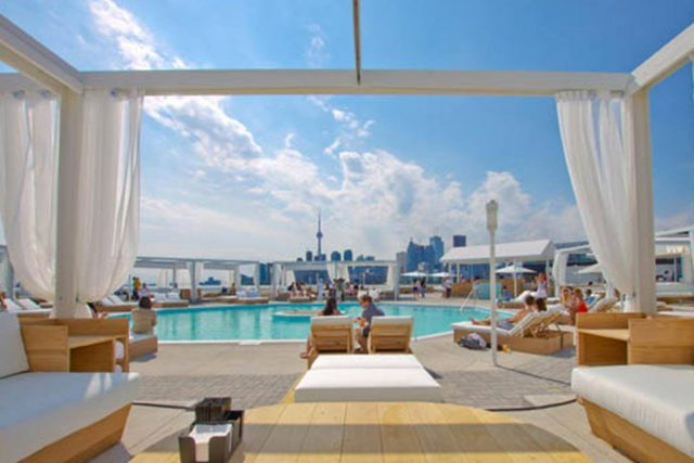 Cabana pool bar event venue oliver bonacini hospitality for Swimming pools downtown toronto