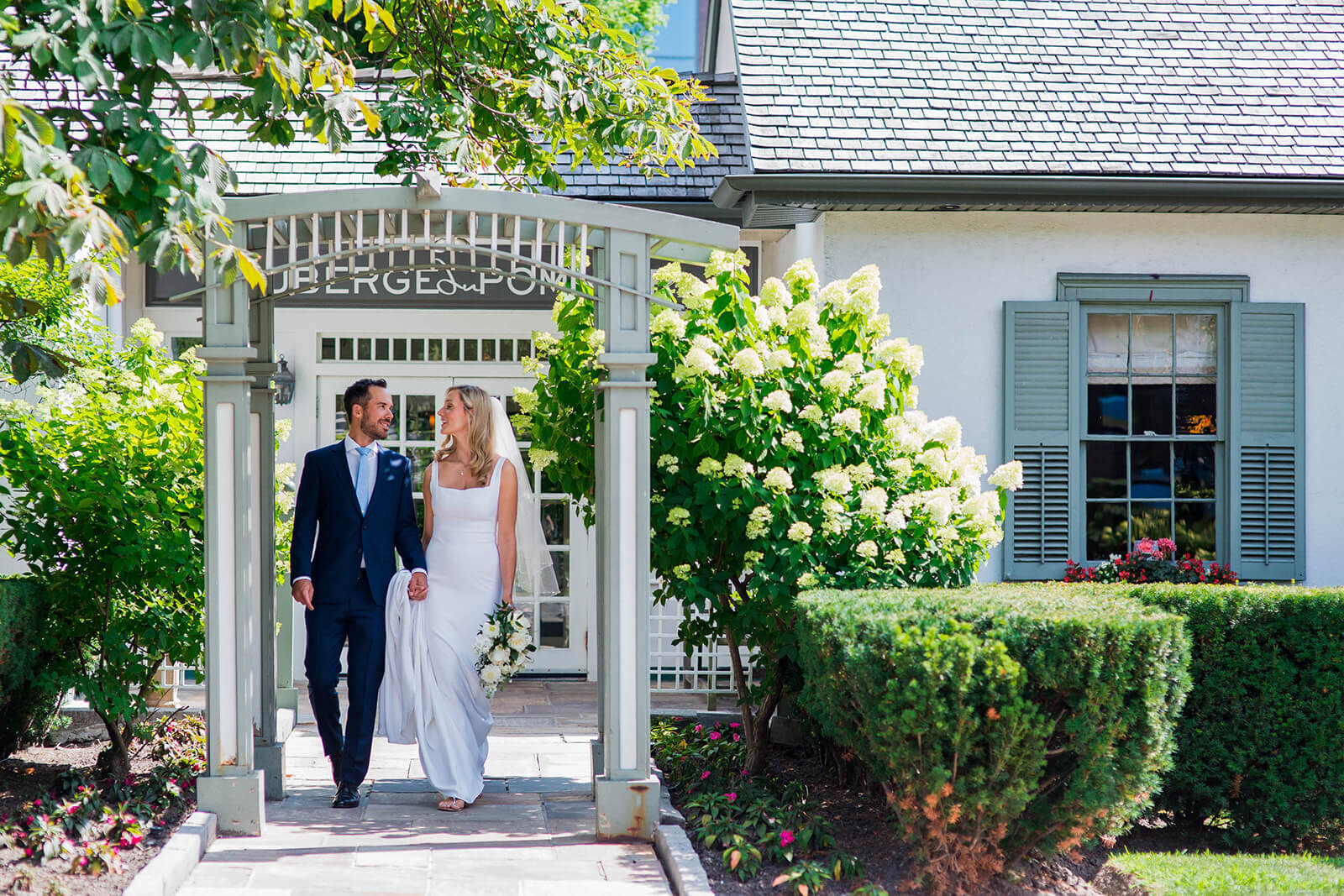Intimate outdoor wedding at Auberge du Pommier in Toronto