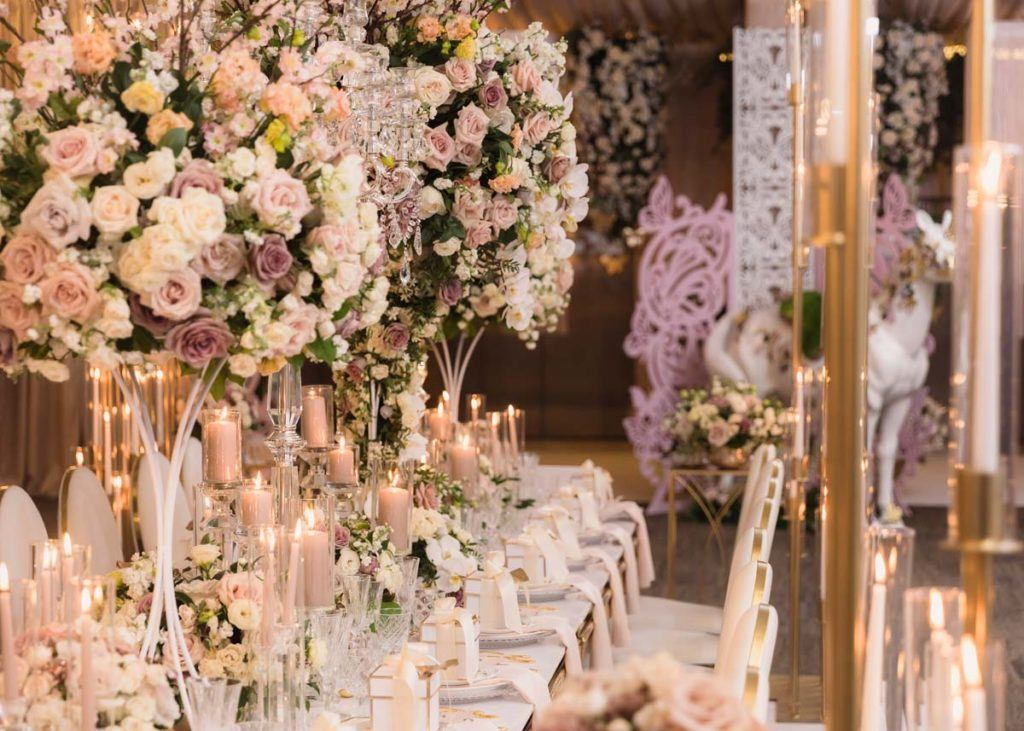 Beautiful floral tablescape at the Toronto WedLuxe Wedding Show, held at The Carlu