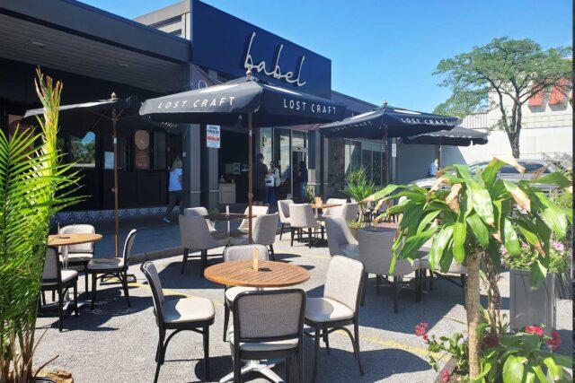 Babel pop-up patio